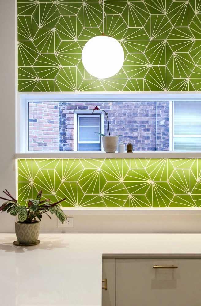 A iluminação realça a cerâmica para parede banheiro