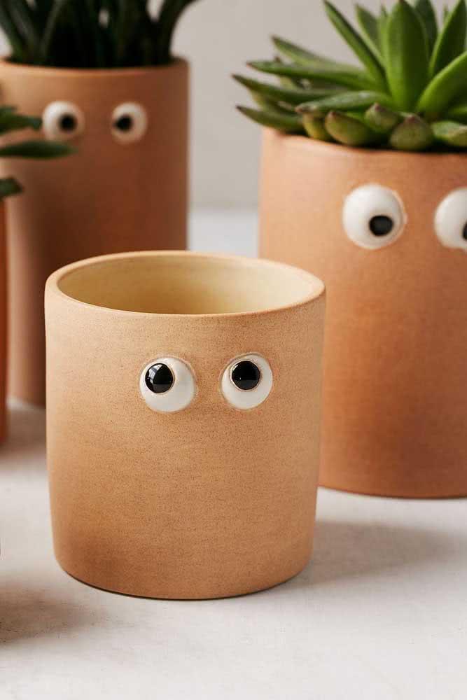 Um vaso para suculenta diferente com direito a olhinhos!