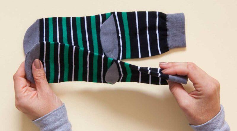 Como dobrar meia: veja como fazer passo a passo