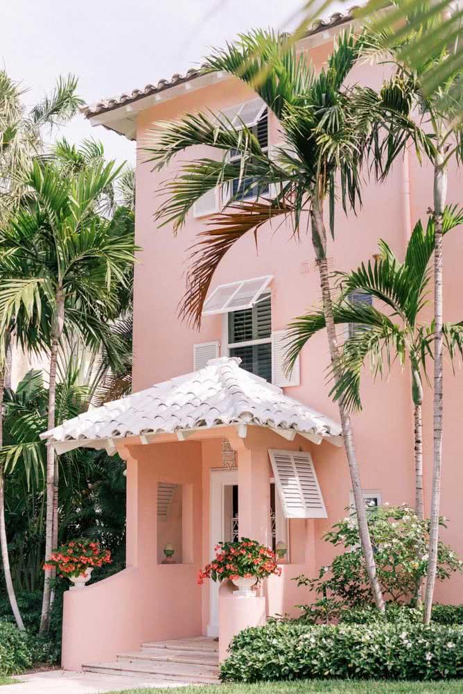 Já o rosa é convidativo e receptivo, ideal para casas no meio da natureza