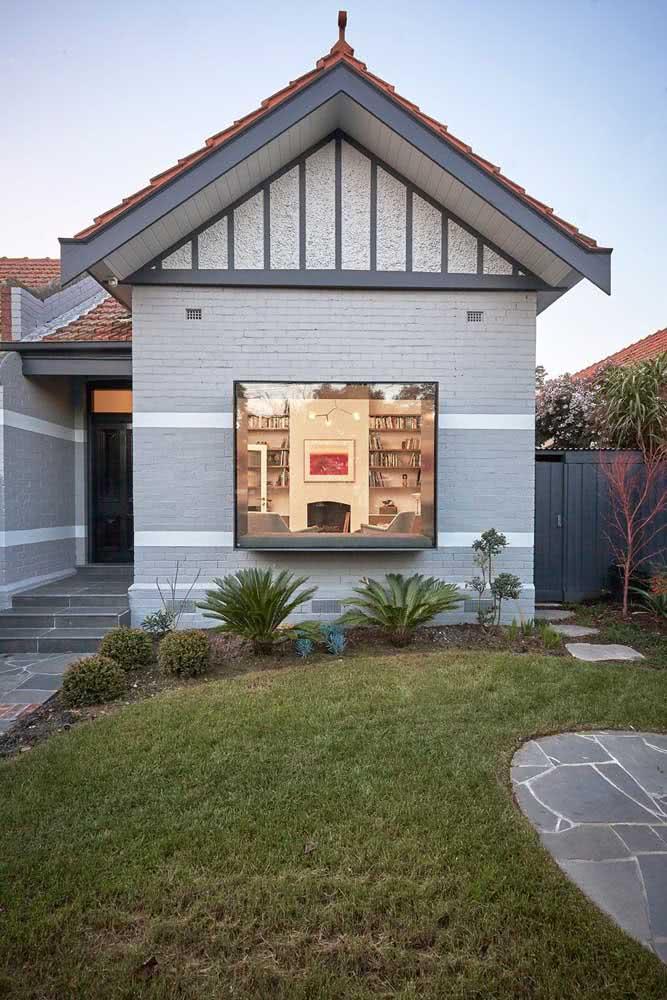 A casa pode até ser antiga, mas experimente pintá-la com uma cor moderna para ver