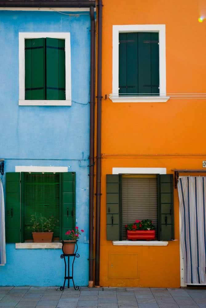 Já dizia o ditado, andorinha sozinha não faz verão, nem cores de casas sozinhas formam contraste