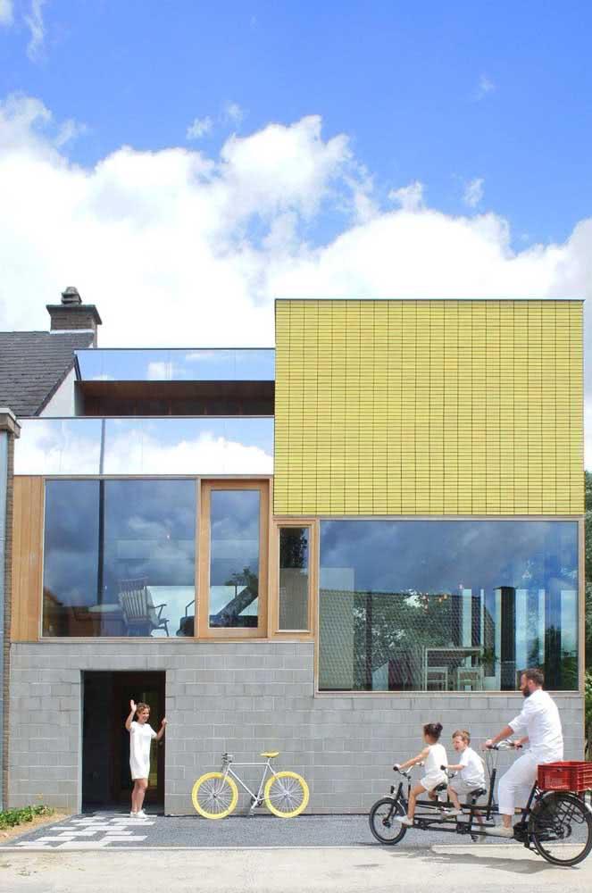 Mix de cores e texturas modernas na fachada da casa