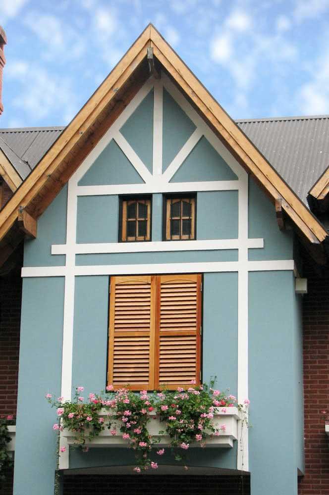 O charme do azul claro combinado à madeira e ao branco