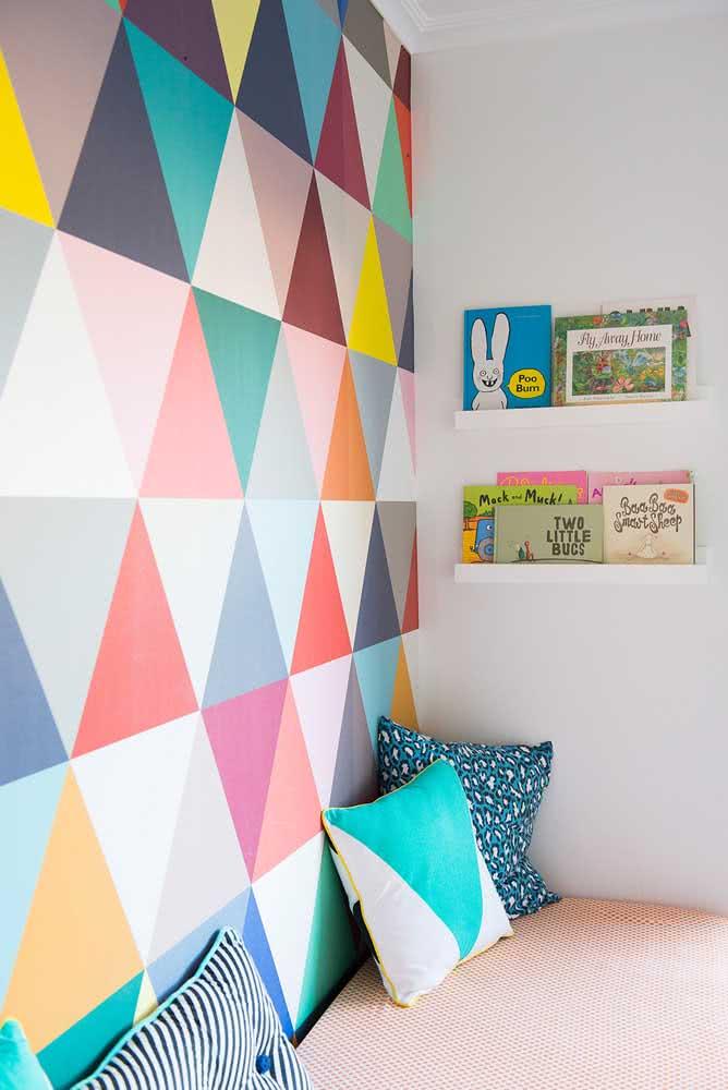 Pintura geométrica ultracolorida para o quarto infantil