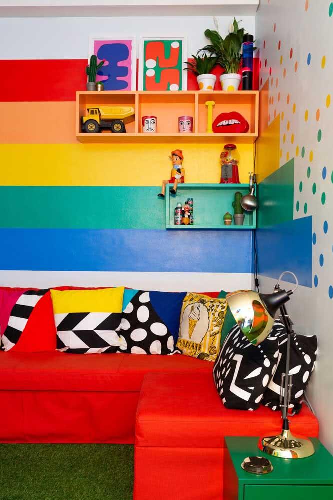 Linhas horizontais coloridas no quarto infantil: aproveite o sentido da pintura para ampliar o ambiente