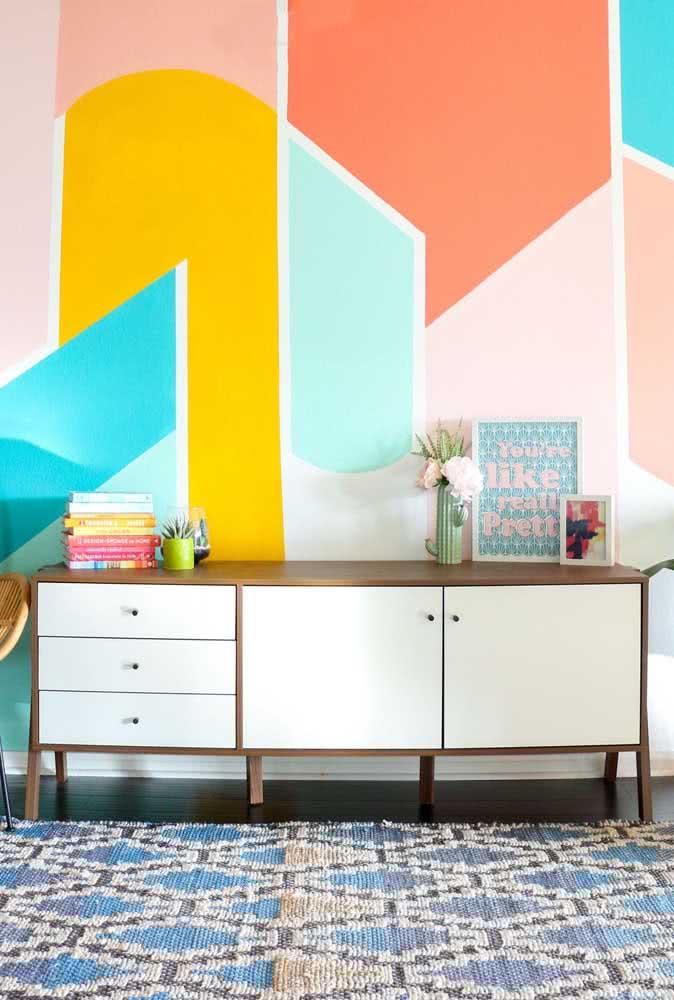 Cores e formas descontraídas para a pintura geométrica na parede