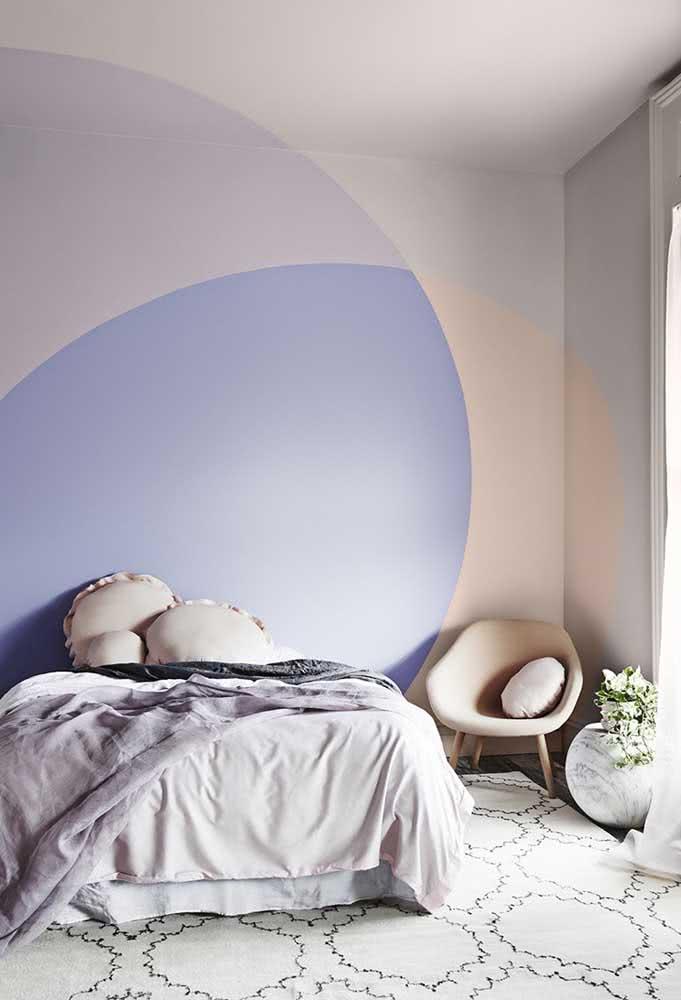 Já para o quarto do casal, a pintura geométrica ganhou círculos em três tons