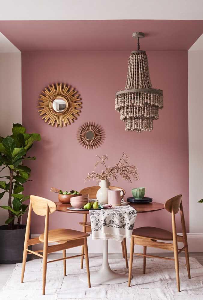 O tom de rosa queimado usado na pintura geométrica demarcou o espaço da sala de jantar