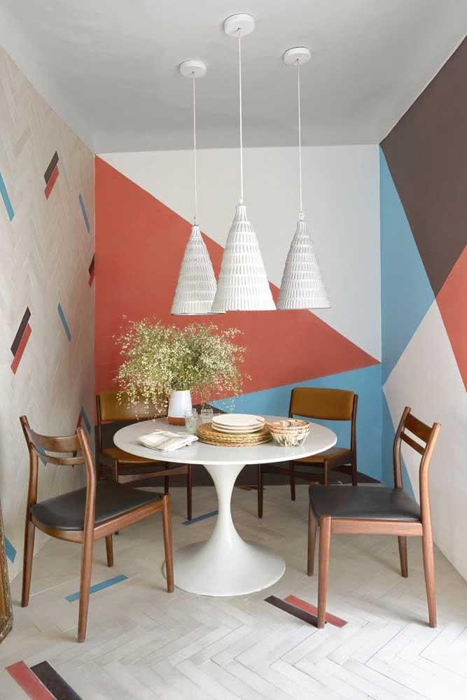 Sala de jantar sem graça? Faça uma pintura geométrica na parede