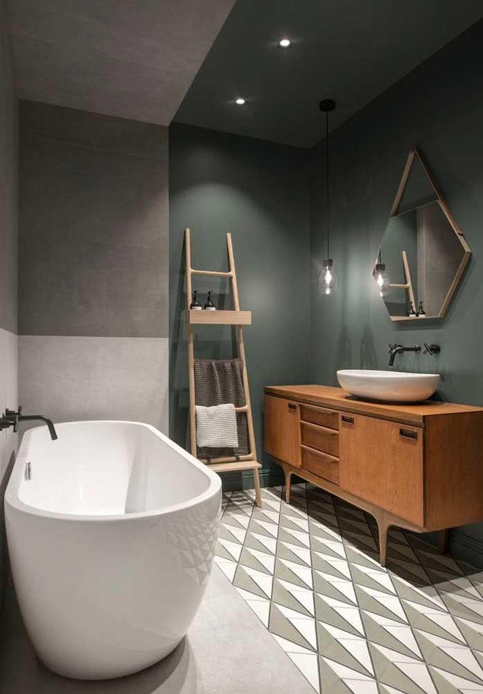 Que tal uma pintura geométrica no banheiro?