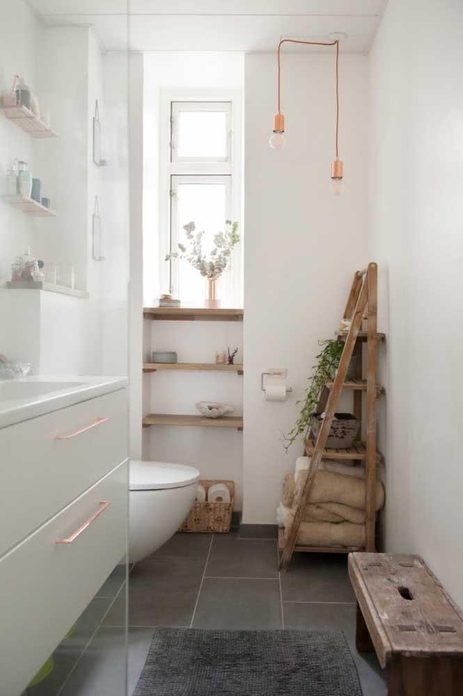 Pendente cobre discreto e delicado para o banheiro simples