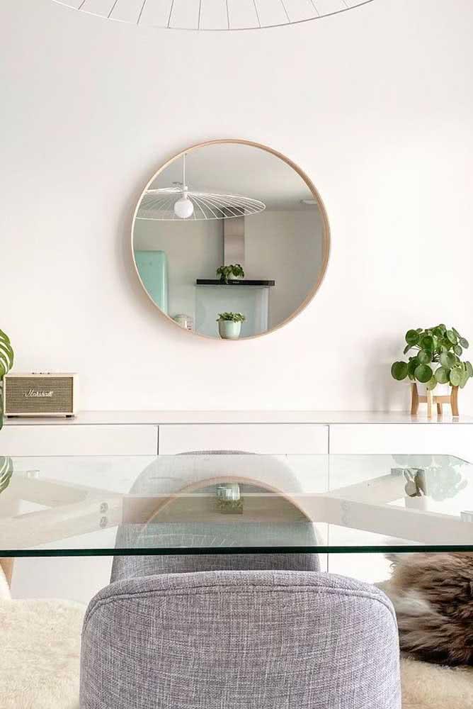 A pilea é a planta perfeita para quem procura um toque de verde para a decoração