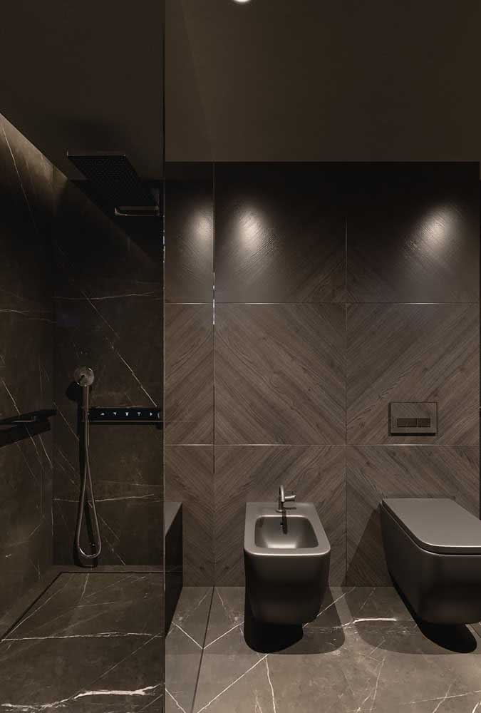 Em tons de marrom, esse banheiro com bidê inspira sofisticação e modernidade