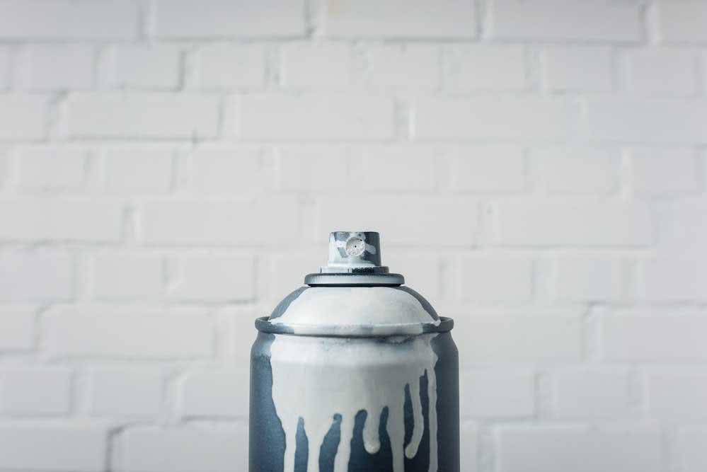 Como pintar plástico com spray