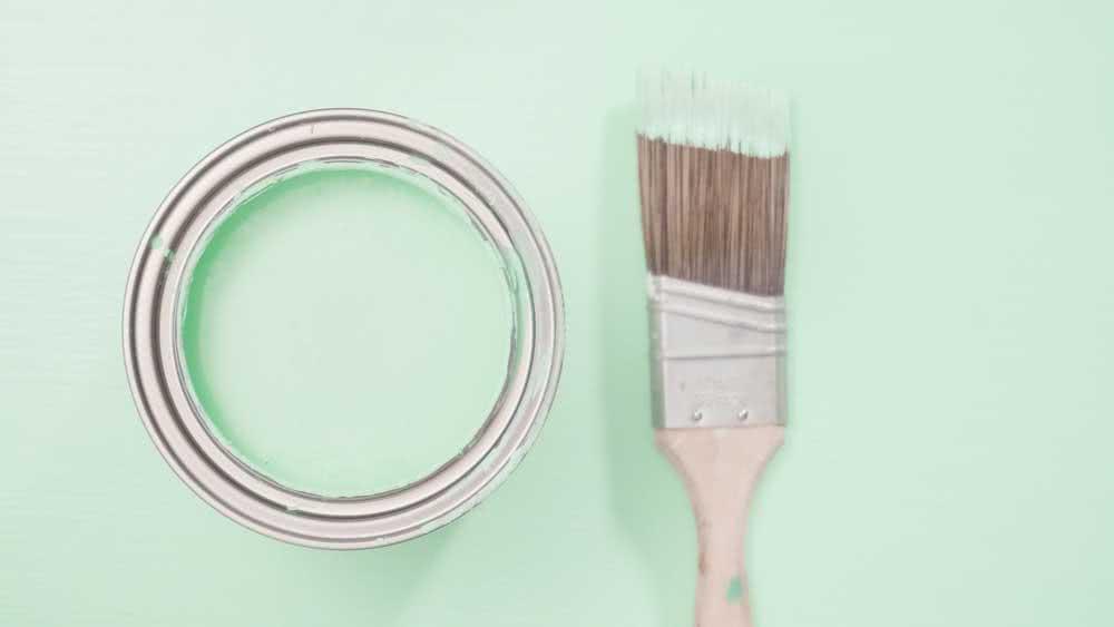 Como pintar plástico com esmalte