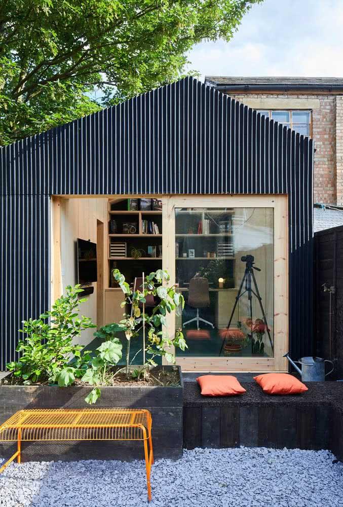 Que tal um quintal pequeno integrado ao home office?