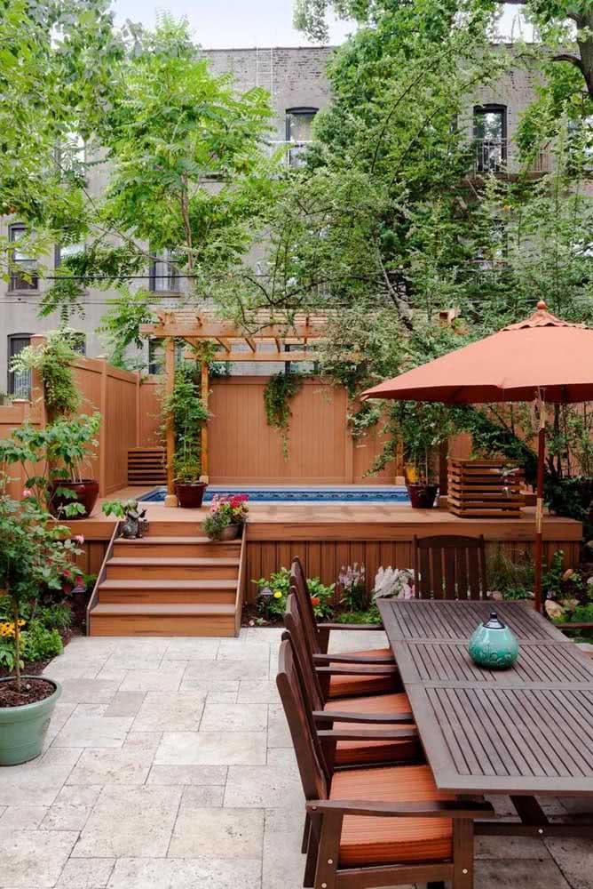 Quintal pequeno com piscina e área gourmet: com planejamento dá para fazer muitas coisas