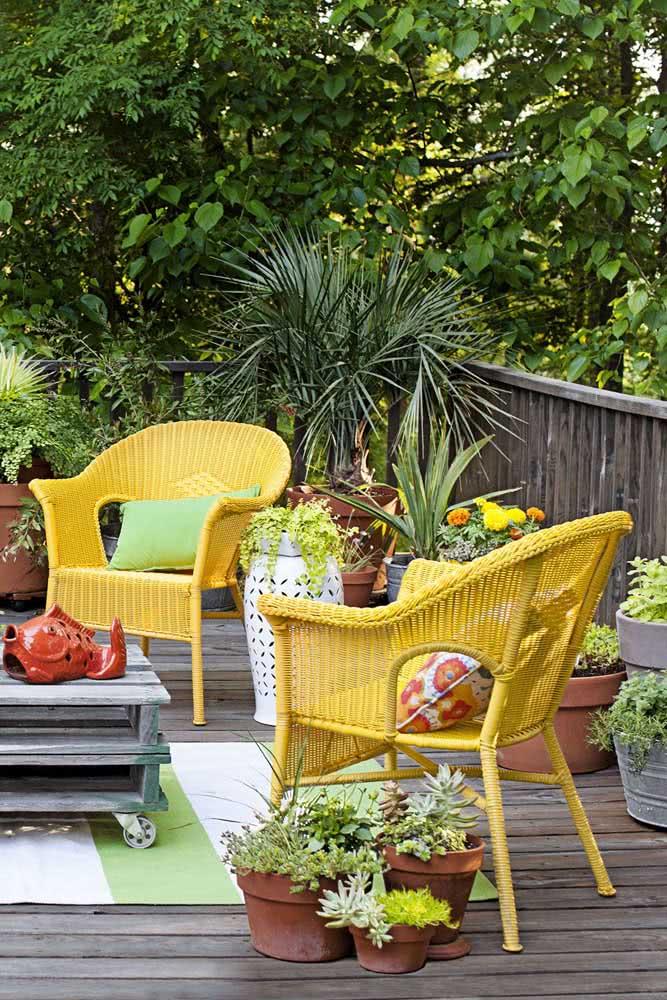 Cores vivas e alegres para decorar o quintal pequeno