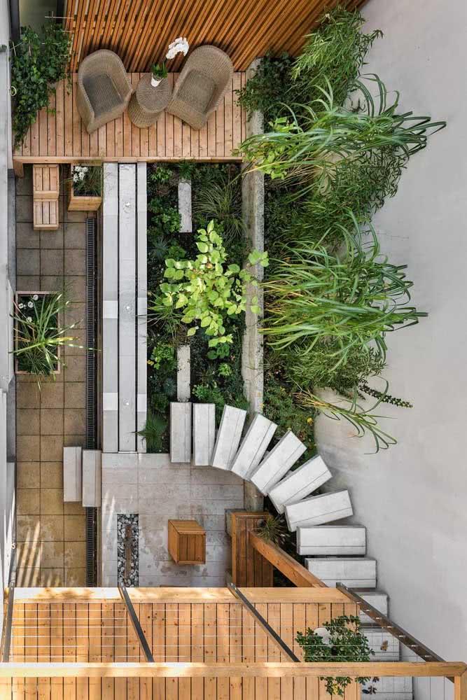 Visto de cima é possível perceber o planejamento minucioso do quintal pequeno