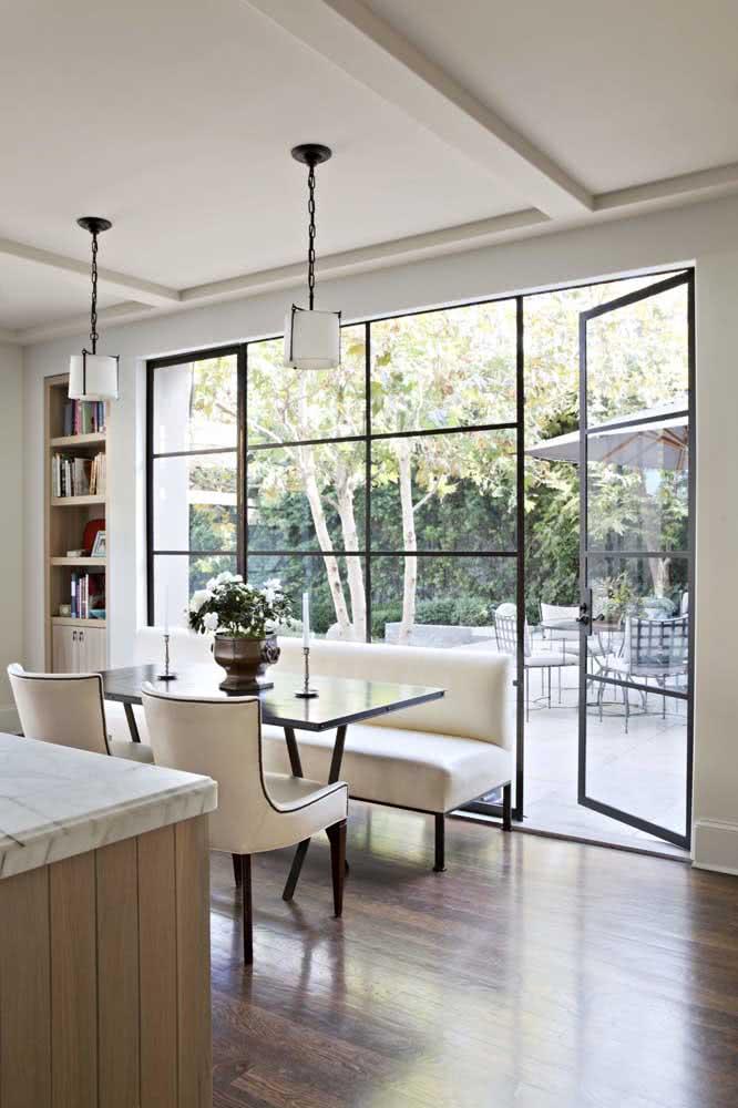 Porta de vidro preta para inspirar um projeto elegante, clean e moderno