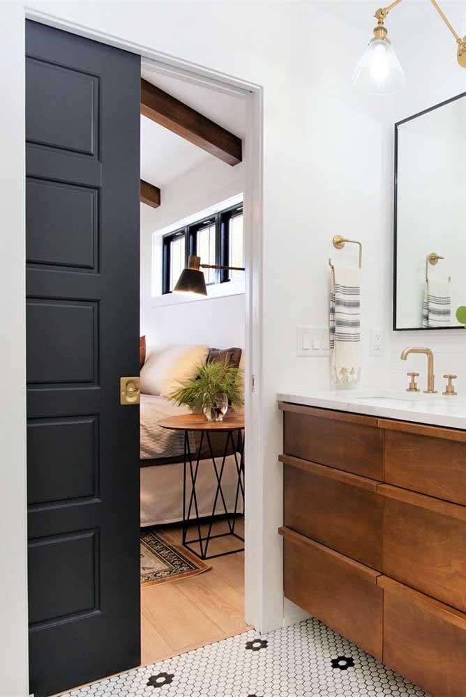 Porta preta simples para o banheiro: destaque o branco