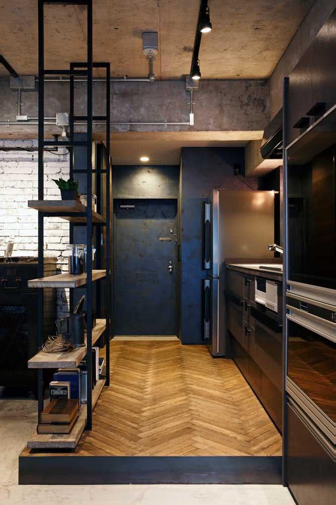 Uma porta de aço preta para a decoração industrial. Tudo a ver!