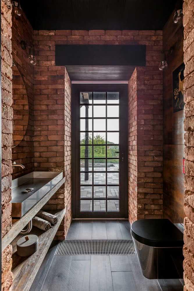 Porta de vidro preta para trazer luminosidade para o banheiro