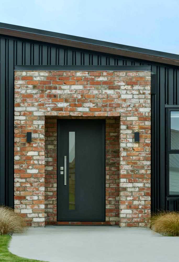 Porta de alumínio preta na entrada: sempre moderna