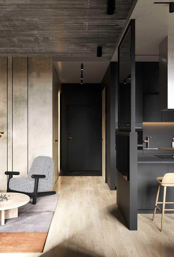 Uma porta preta simples e surpreendente