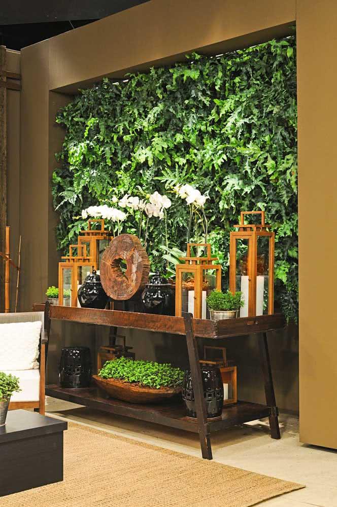 Hall de entrada super receptivo com o jardim vertical artificial