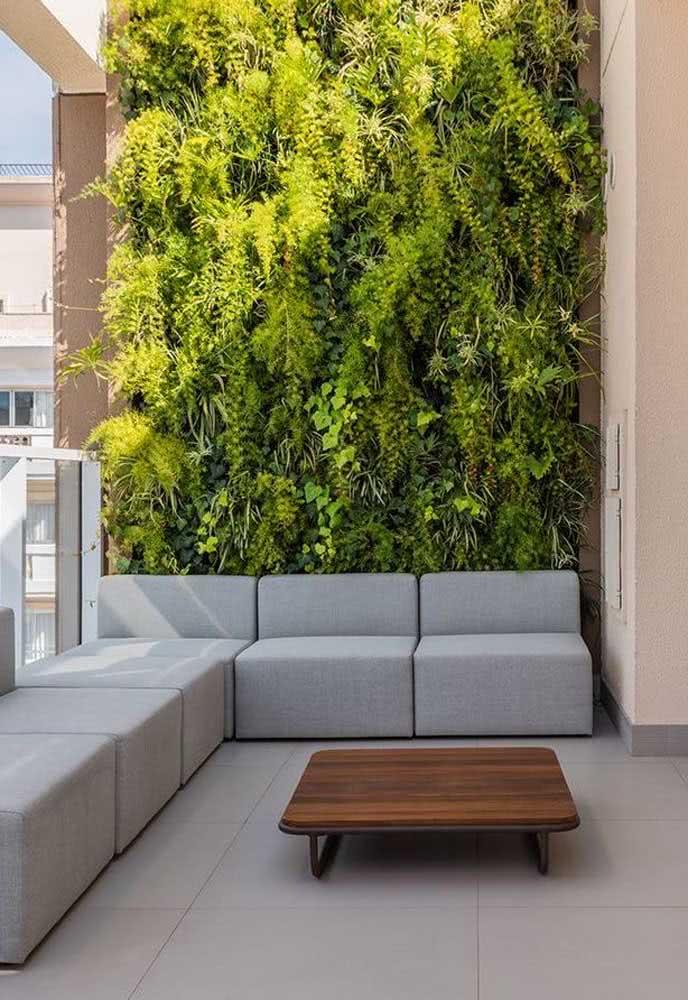 Faça sol ou faça chuva: não tem clima ruim para o jardim vertical artificial