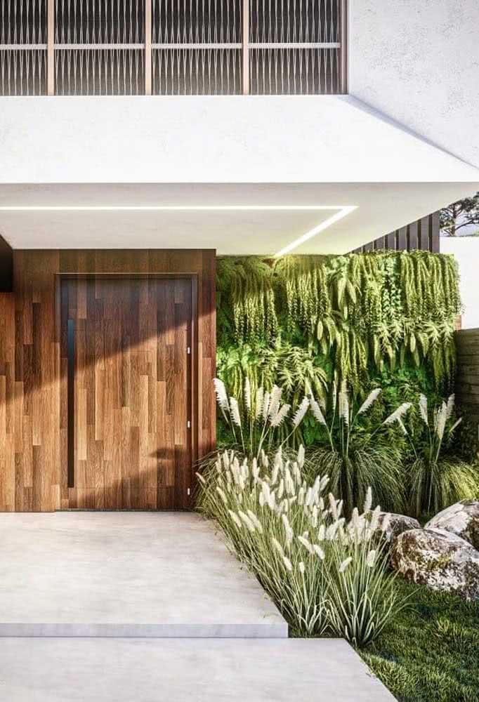 Jardim vertical artificial externo adornando a fachada da casa