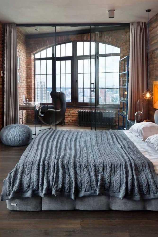 Quarto de loft industrial com home office