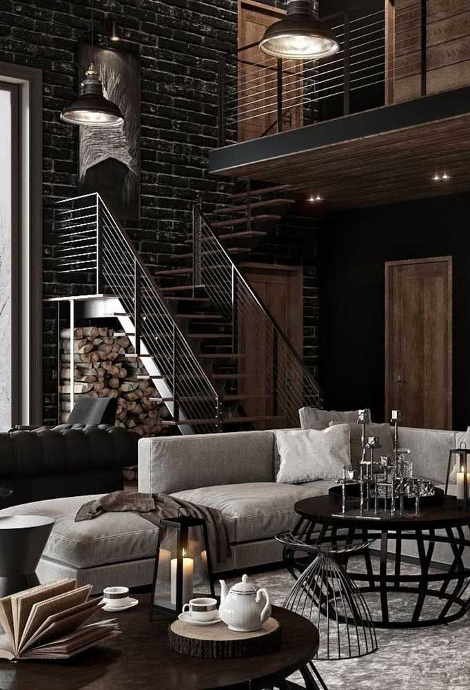 Uma decoração de loft industrial em tons escuros, mas equilibrada e harmônica