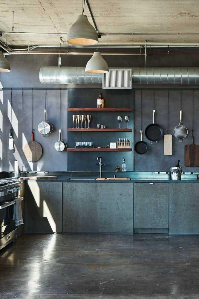 Materiais brutos e rústicos garantem a decoração dessa cozinha de loft industrial