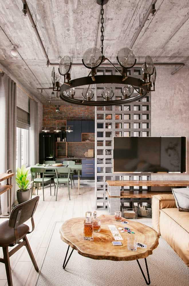 Concreto, couro, ferro e madeira compõe esse típico loft em estilo industrial
