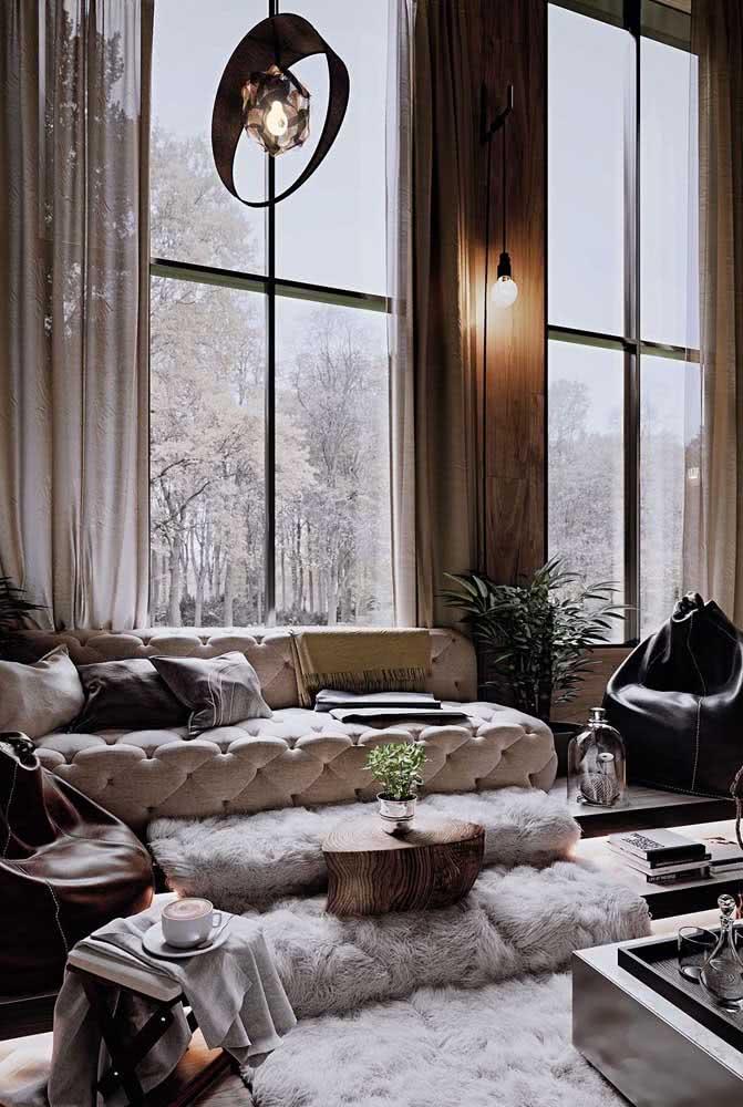 Uma bela vista da janela para completar o charme do loft estilo industrial