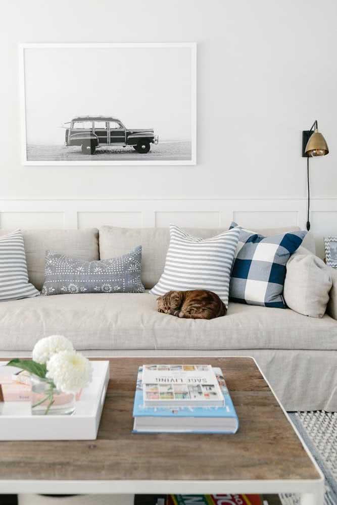 Capas de almofadas com listras, desenhos de barcos ou quadriculados para acrescentar o estilo na decoração.