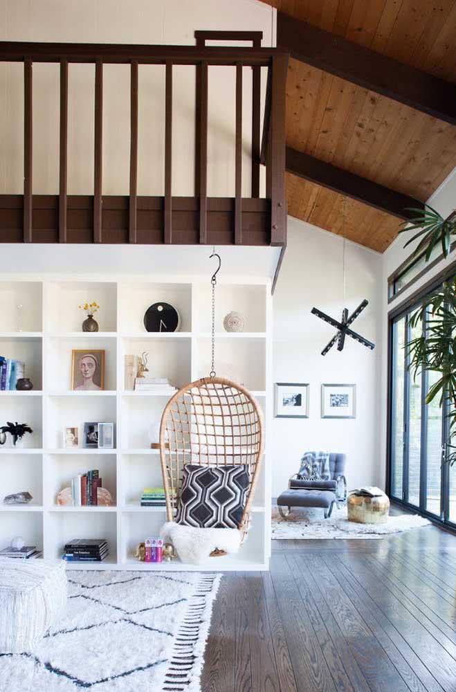 Casa com o estilo praiano e ambiente muito aconchegante com cadeira de balanço