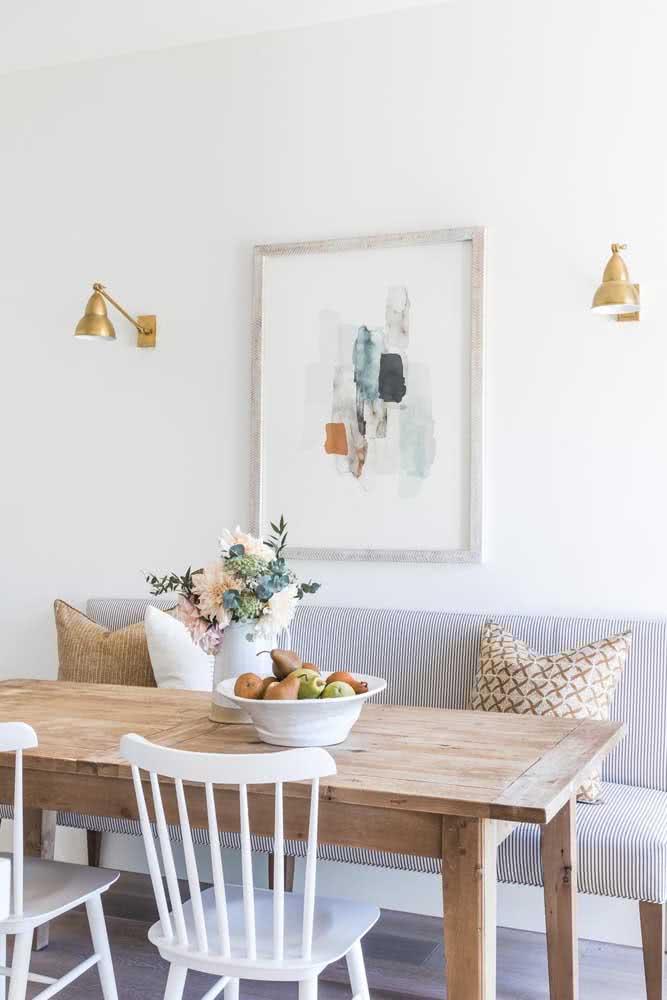 Azul e branco em listras: sofá para mesa de jantar todo listrado.