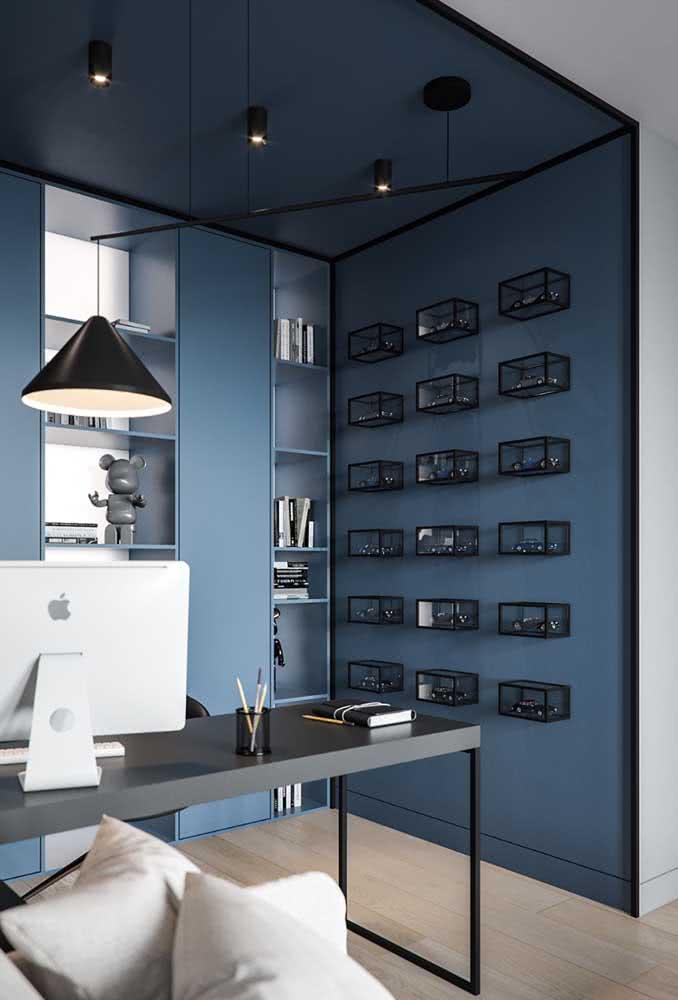 Home office super Navy: cantinho fechado com mobiliário pintado na cor azul escura.
