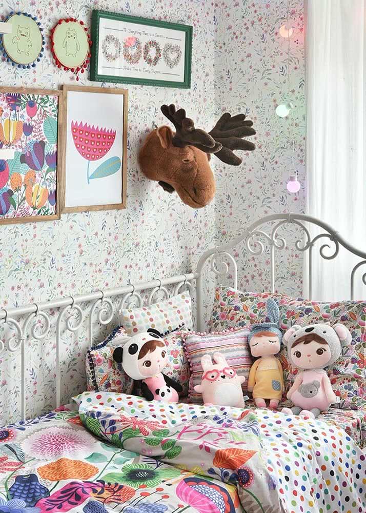 Papel de parede para quarto infantil feminino com estampa delicada
