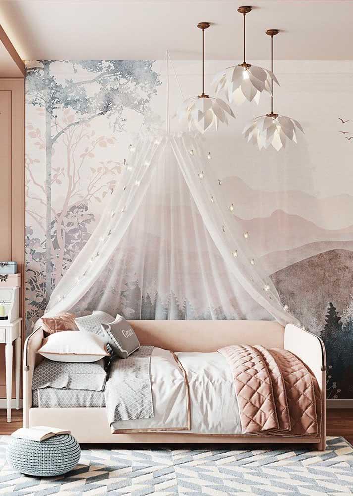 Uma floresta na parede do quarto da bebê