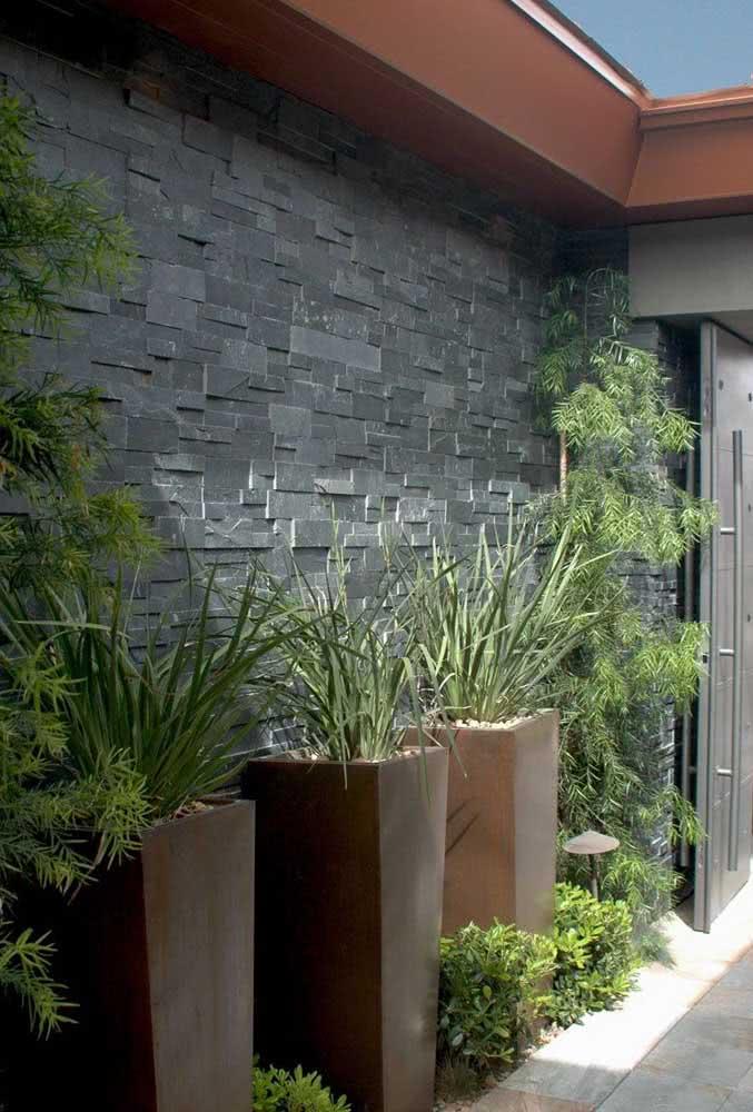 A ardósia para muro pode ser encontrada em formato filete ou mosaico