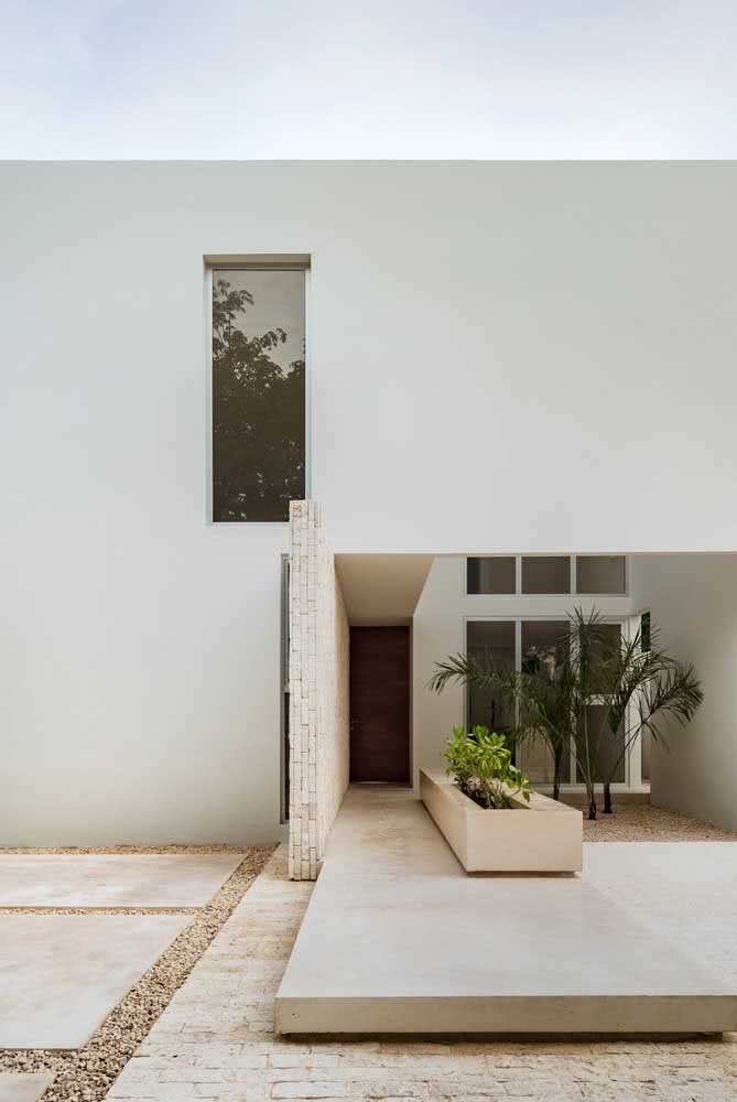 Muro de pedra portuguesa. Repare que o piso segue com a mesma pedra