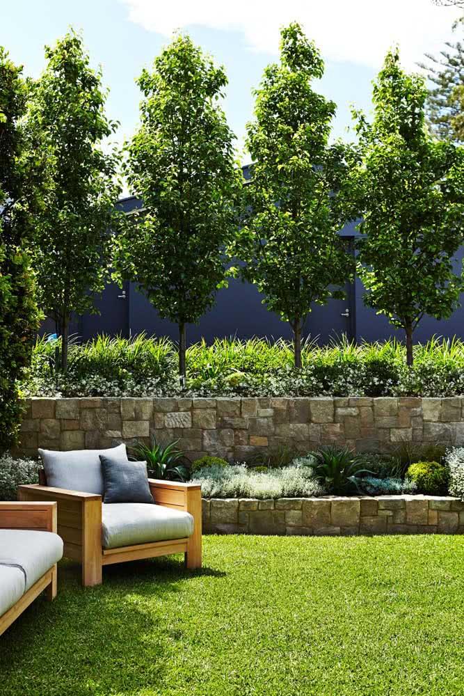 Mureta de pedra madeira para o jardim