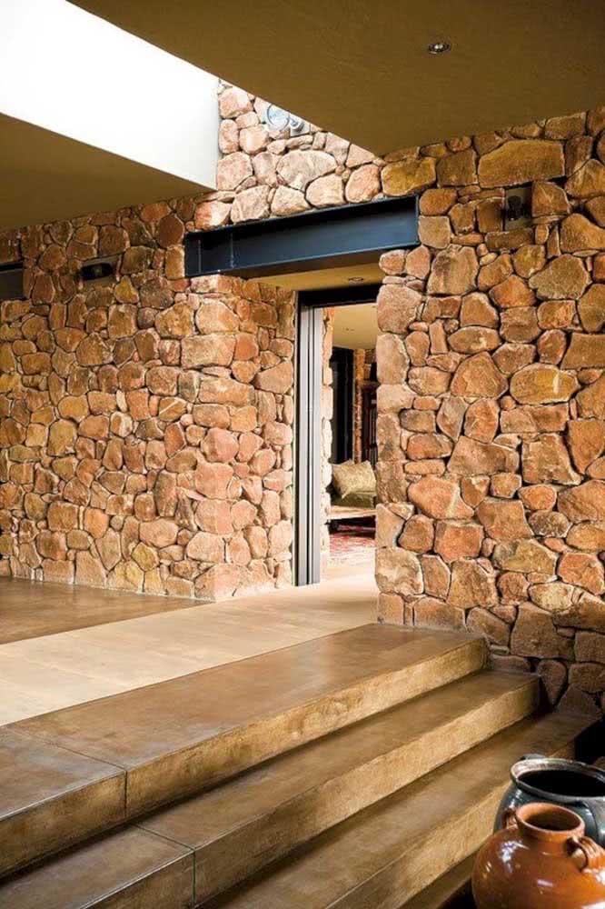 Muro de pedra rústica: funciona dentro ou fora de casa