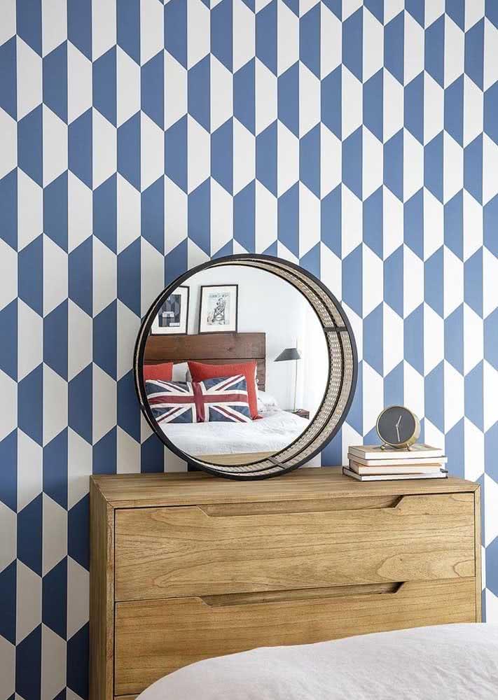 Papel de parede azul e branco com formato geométrico.