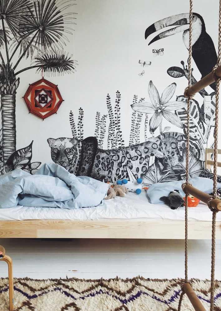 Papel de parede com ilustração dos animais da selva e plantas em preto e branco.